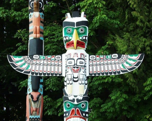 totem-pole-in-stanley-park-vancouver