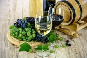 wine-glass-grapes
