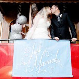 vancouver-trolley-wedding-kiss